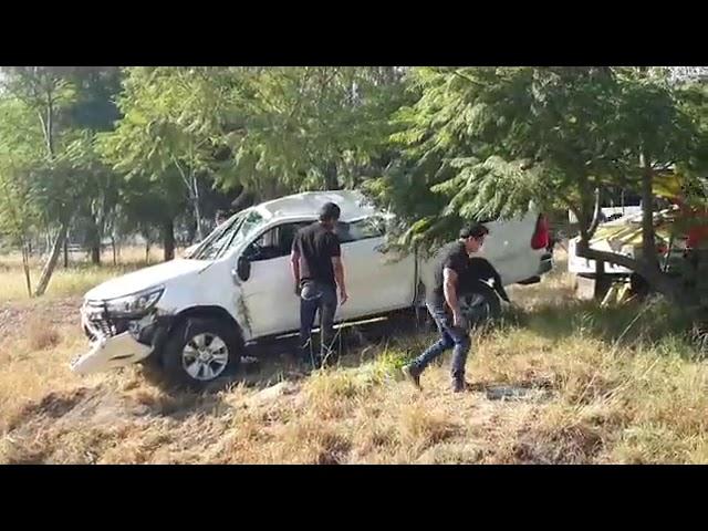 Reporte de volcadura de camioneta en Paseo de la República