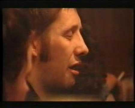 Shane Macgowan singing a ballad in a pub