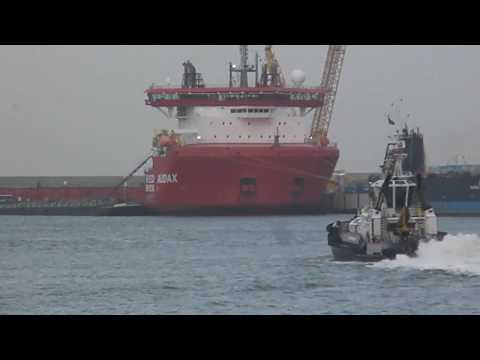 Heavy lift cargo vessels alongside at Rotterdam, and ASD Tug of Damen. 2.017