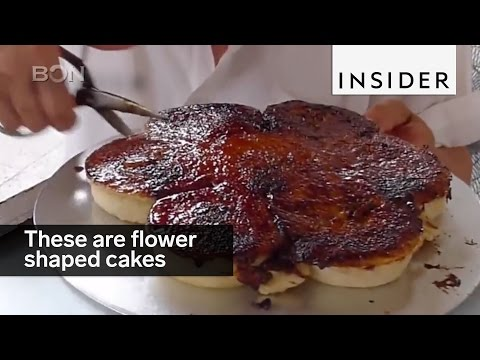 These flower-shaped cakes are a Chinese staple