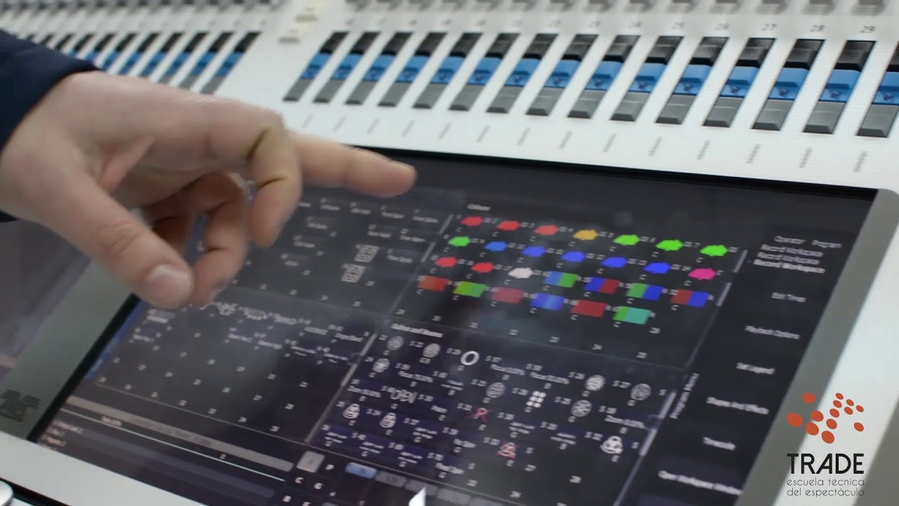 Consola de iluminación Avolites Titan Sapphire Touch (Review)   Trade  Formación