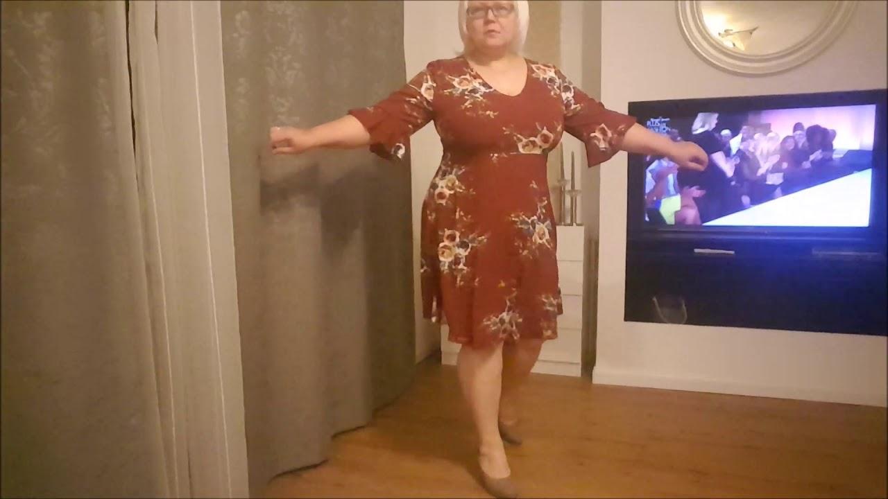 Она воскликнула: «мой дорогой кристиан, ваши платья – это нечто совершенно новое, настоящий new look! » корреспондент агентства рейтер на лету.