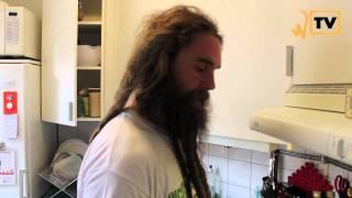 Whoa-TV S02E11: Promoe & Henry Bowers lagar veganmat (Del 1 av 3)