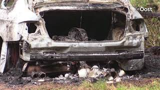 Auto brandt uit in buitengebied Enschede, politie doet onderzoek