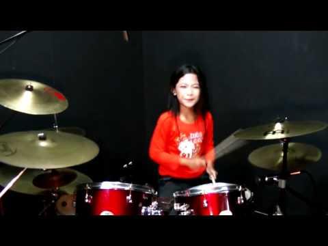 (Awokfit)Budak perempuan main drum