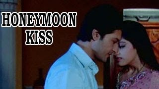 Repeat youtube video Sooraj INTIMATELY KISSES Sandhya on THEIR HONEYMOON in Diya Aur Baati Hum 2nd January 2013