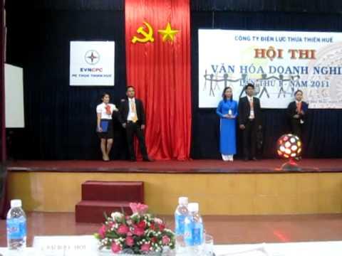 Phần thi thời trang công sở của đội TTVT ĐL Huế tại hội thi VHDN EVNCPC
