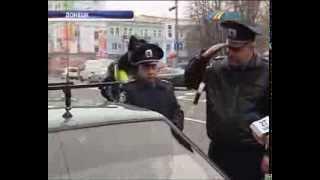 Начальник ГАИ Донецка взял жезл и вышел на дорогу