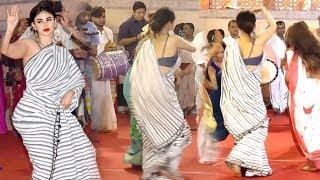 Mouni Roy's AMAZING Bengali Dance At Durga Puja 2018 Mandap In Mumbai