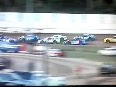 Bedford Speedway 8-5-16 SL Heat 2... 8 car battle