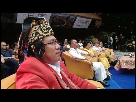 Suara lembut Pastor Yans Sulo dan suara emas Joy Tobing meriahkan Natal kerukunan Toraja di Jakarta
