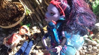 Island Adventures-Monster High(Funny Stopmotion)