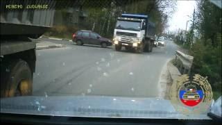 Момент столкновения многотонного самосвала с легковушкой в Твери попал на камеру видеорегистратора(17.10.2016 г. около 16.25 на ул. Склизкова, в районе дома 116, корп. 1 г.Твери, трезвый 34-летний водитель, управляя а/м..., 2016-10-18T19:20:25.000Z)