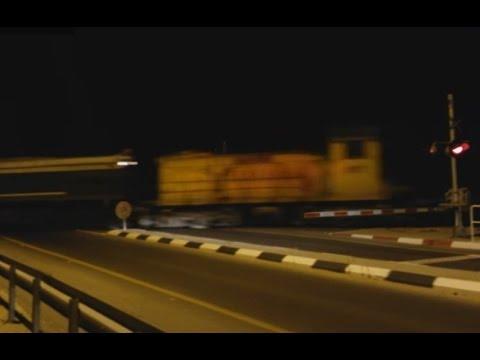 Israel railway hauling James Bond 007 private locomotive. קטר גיימס בונד 007 רותם אמפרט נגרר דרומה