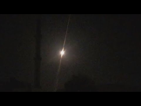 Syria: Syrian air defence filmed while reportedly intercepting Israeli missiles