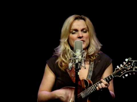 Rhonda Vincent - Is The Grass Any Bluer