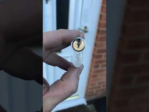 VERSA Anti-snap lock
