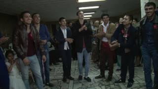 Так танцуют лезгинку цыгане на свадьбе