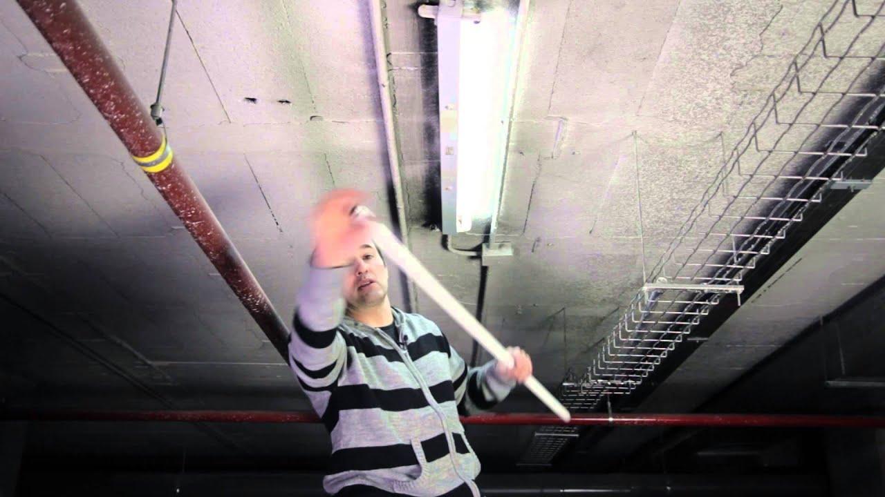C mo cambiar un tubo fluorescente por uno led youtube for Sustituir tubo fluorescente por led