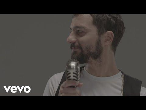 Mehmet Erdem - Aşkımız Bitecek: Music video by Mehmet Erdem performing Askimiz Bitecek. (C) 2014 SONY MUSIC ENTERTAINMENT TURKEY