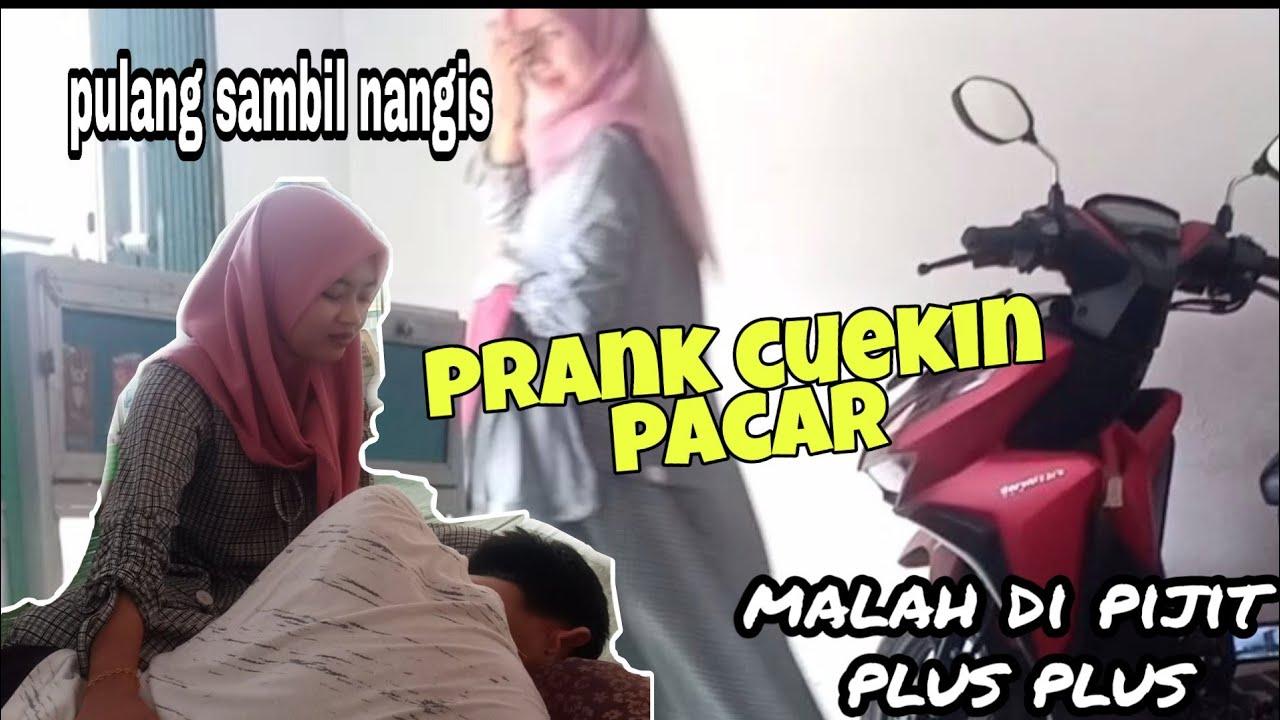 PRANK Cuekin Pacar MALAH DI PIJIT PLUS PLUS || Predik Andika
