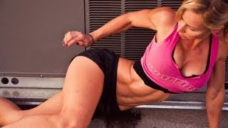 Zuzka Light - ZWOW # 46 PREVIEW Tight Space Workout - Vloggest