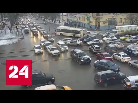 Два ДТП парализовали центр Волгограда. Видео - Россия 24