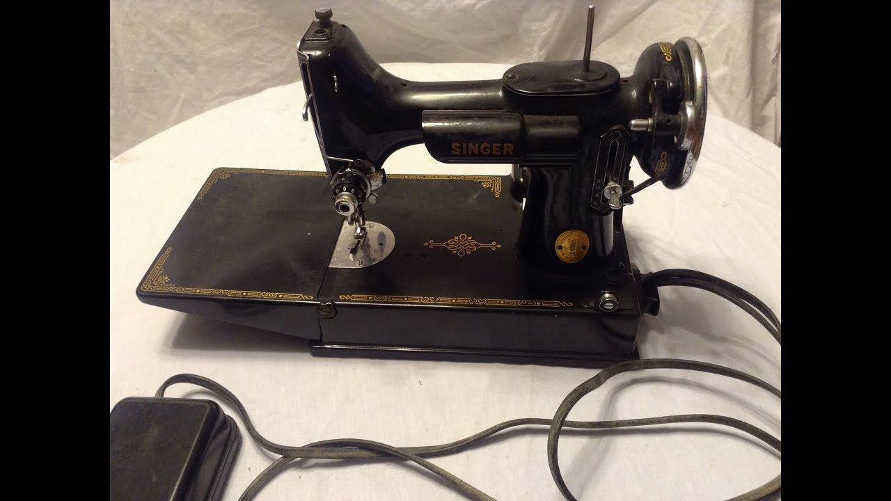 Vintage Singer Featherweight Sewing Machine 221 THREAD THE