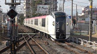 四街道駅を通過するE259系特急「成田エクスプレス」&255系特急「しおさい」