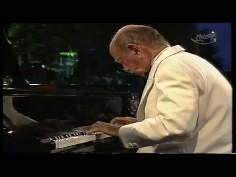 Shura Cherkassky joue SUITE DE PIÈCES de Jean-Baptiste Lully