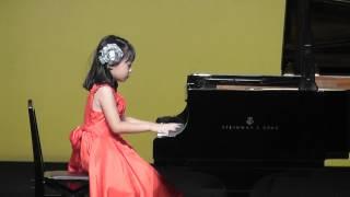 小学2年生 ピアノ発表会での演奏です。 2013年 7月.