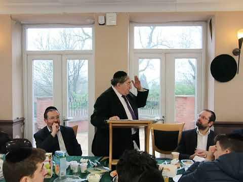 Rabbi Paysach Krohn in Yeshivas Darchei Torah Manchester.