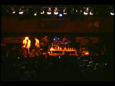Hollywood Undead performing PIMPIN