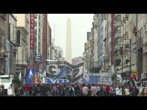 La economía argentina, sin despegar y cada vez más endeudada