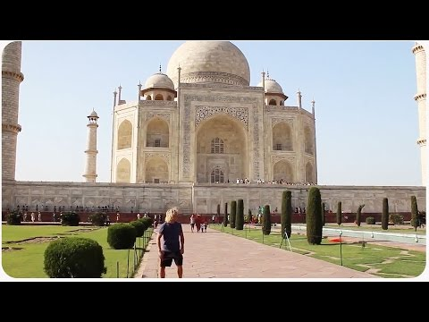 Frisbee Travels Through India   See India in 1 Minute