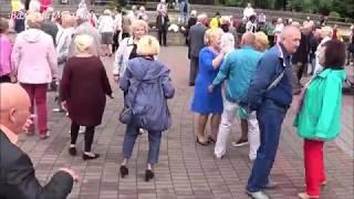 Задорный танец под песню - ЛЮДИ ВСТРЕЧАЮТСЯ! Комсомольский задор танцоров поражает!!! Music! Dance!