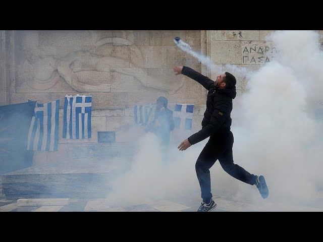 <span class='as_h2'><a href='https://webtv.eklogika.gr/dekades-traymaties-sto-syllalitirio-gia-ti-makedonia' target='_blank' title='Δεκάδες τραυματίες στο συλλαλητήριο για τη Μακεδονία'>Δεκάδες τραυματίες στο συλλαλητήριο για τη Μακεδονία</a></span>