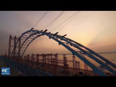 Main arch closed on mega bridge in E China