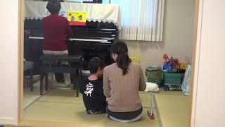 リトミック 音楽に合わせてカスタネット はしもとじゅんこピアノ教室.