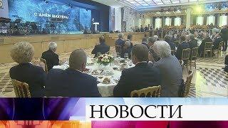 Владимир Путин поздравил работников угольной отрасли сДнем шахтера.