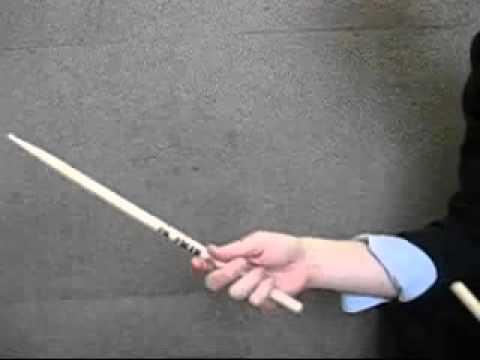 Как надо крутить барабанные палочки