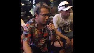 Lou Hoàng ngồi vỉa hè hát Mình Là Gì Của Nhau + Đếm Ngày Xa em