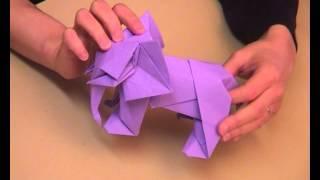Pliage de l'éléphant par Tetsuya Gotani, pour l'exposition d'origam...