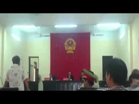 Vietnamese judge falls asleep during trial