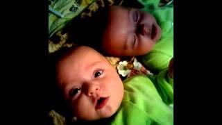 Поздравления с Новым годом от двойняшек 01.01.2014. Самое красивое ухо на свете!