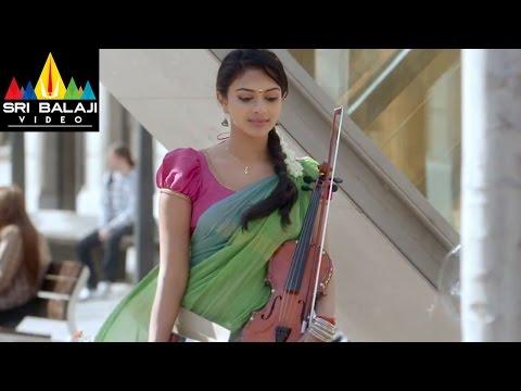 Iddarammayilatho Movie Amala Paul Introduction Scene | Allu Arjun, Amala Paul | Sri Balaji Video
