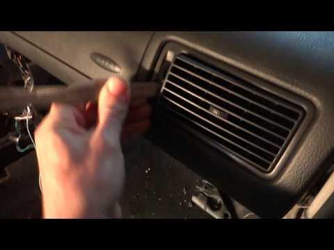 Разборка Volkswagen Bora и Golf 4 . Как снять дефлектор с правой стороны торпеды ?