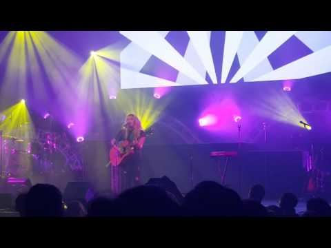 Hollyn - Alone - Live