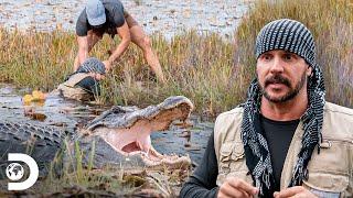 Joe y Matt acechados por caimán de tres metros en un pantano | Desafío X 2 | Discovery Latinoamérica