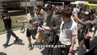 K POP Jung Yong Hwa fans going crazy at LAX